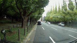 車が人をはねる人身事故が起きる前の現場の様子