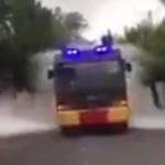 走り回る消毒車