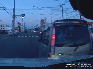 意図的な急ブレーキで接触事故になる様子