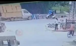 バイクと車が接触する事故