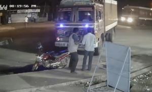 歩行者に突っ込んでくるトラック
