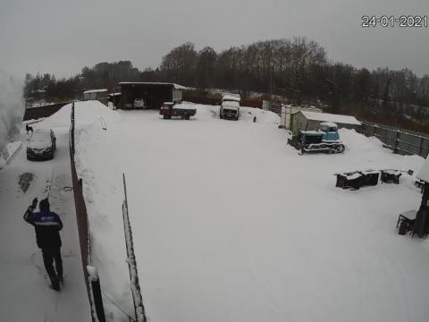 雪おろしをする様子