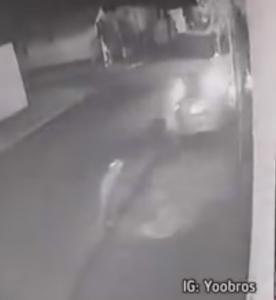 パトカーから逃走する車