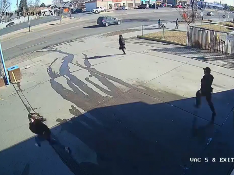 警察から逃げていく犯人