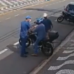 バイクを奪おうとする強盗