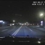 逃走車を追跡するパトカーのダッシュカメラ映像