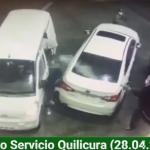 強盗にガソリンをかける男性