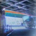 【国内ニュース】大阪でコンテナトレーラーが横転。恐怖のドラレコが公開される。