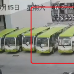突然発炎するバス