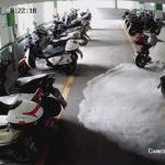 発煙する電気バイク