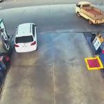 炎上する給油機
