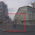 青信号で直進するバイクと無理に交差点に入ってしまった撮影車