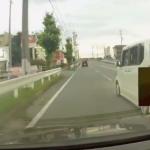 撮影車の前に割り込み急ブレーキを踏む軽自動車