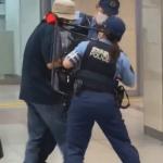 刃物男に対応する愛知県警察