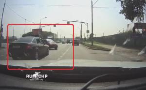 第二車線の車の陰から現れた左折車