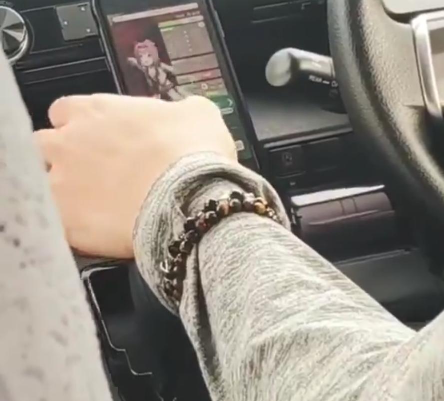 ウマ娘をプレイしながら運転するタクシー運転手