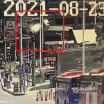 高架から落下するミキサー車