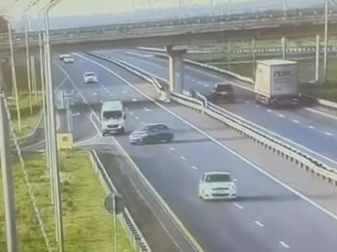 高速道路を逆走した車